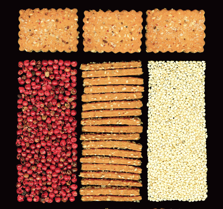 Cracker al sesamo e pepe rosso
