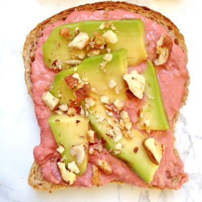 vegan avocado toast con hummus_labalenavolante_io scelgo veg