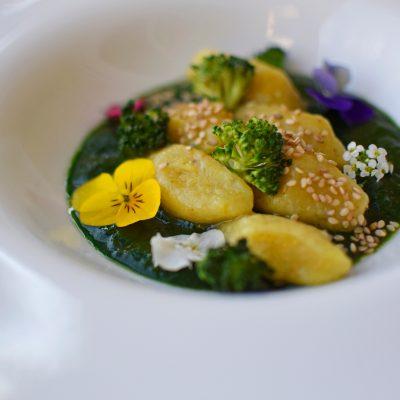 Gnocchi con broccoli, salsa di vino e di spinaci vegan_marco bortolon_io scelgo veg