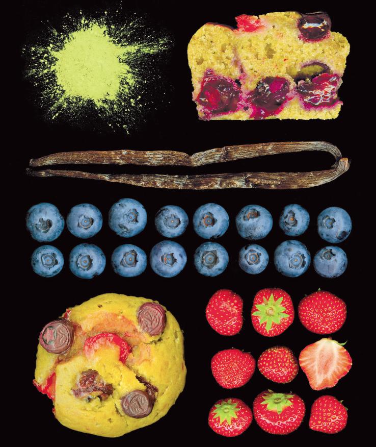 Muffin al tè matcha con fragole e mirtilli