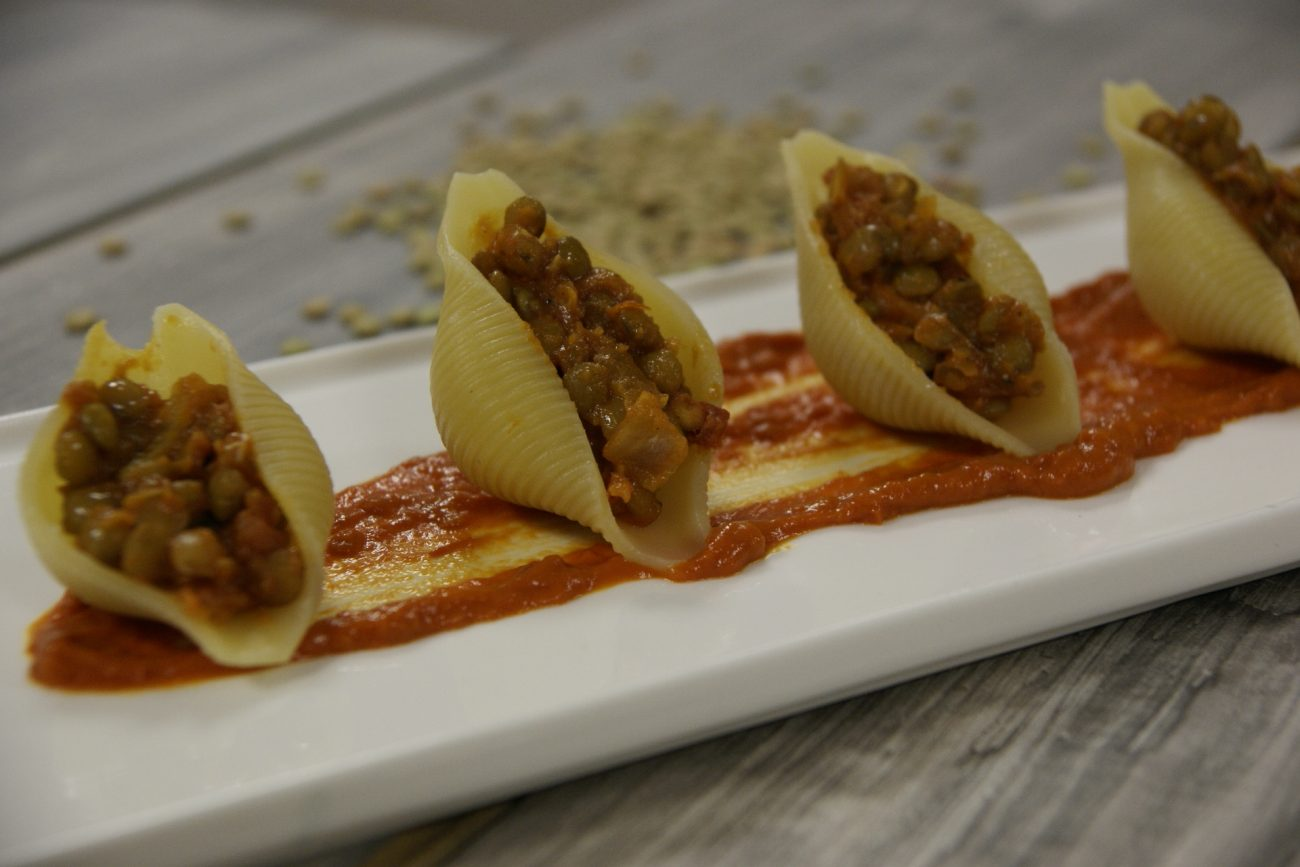 Conchiglioni di semola di grano duro con ragù di lenticchie