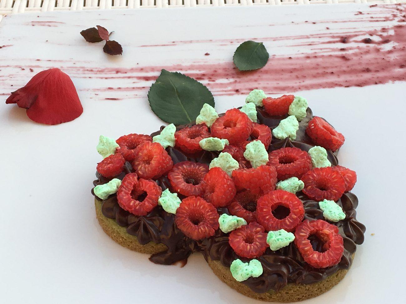 Bisquit cake con crema di cioccolato crudista