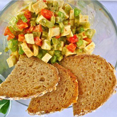 insalata di tofu cremosa con maionese vegan e verdure_sara cargnello_io scelgo veg
