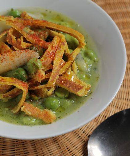 Crema tiepida di piselli e asparagi con tagliolini di ceci