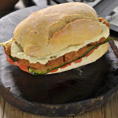 panino cotoletta vegan seitan con maionese di soia_giuseppe tortorella_io scelgo veg