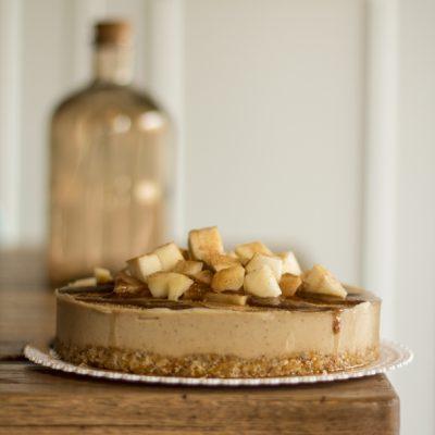 Raw cake pere e caramello vegan crudista di Romina Coppola