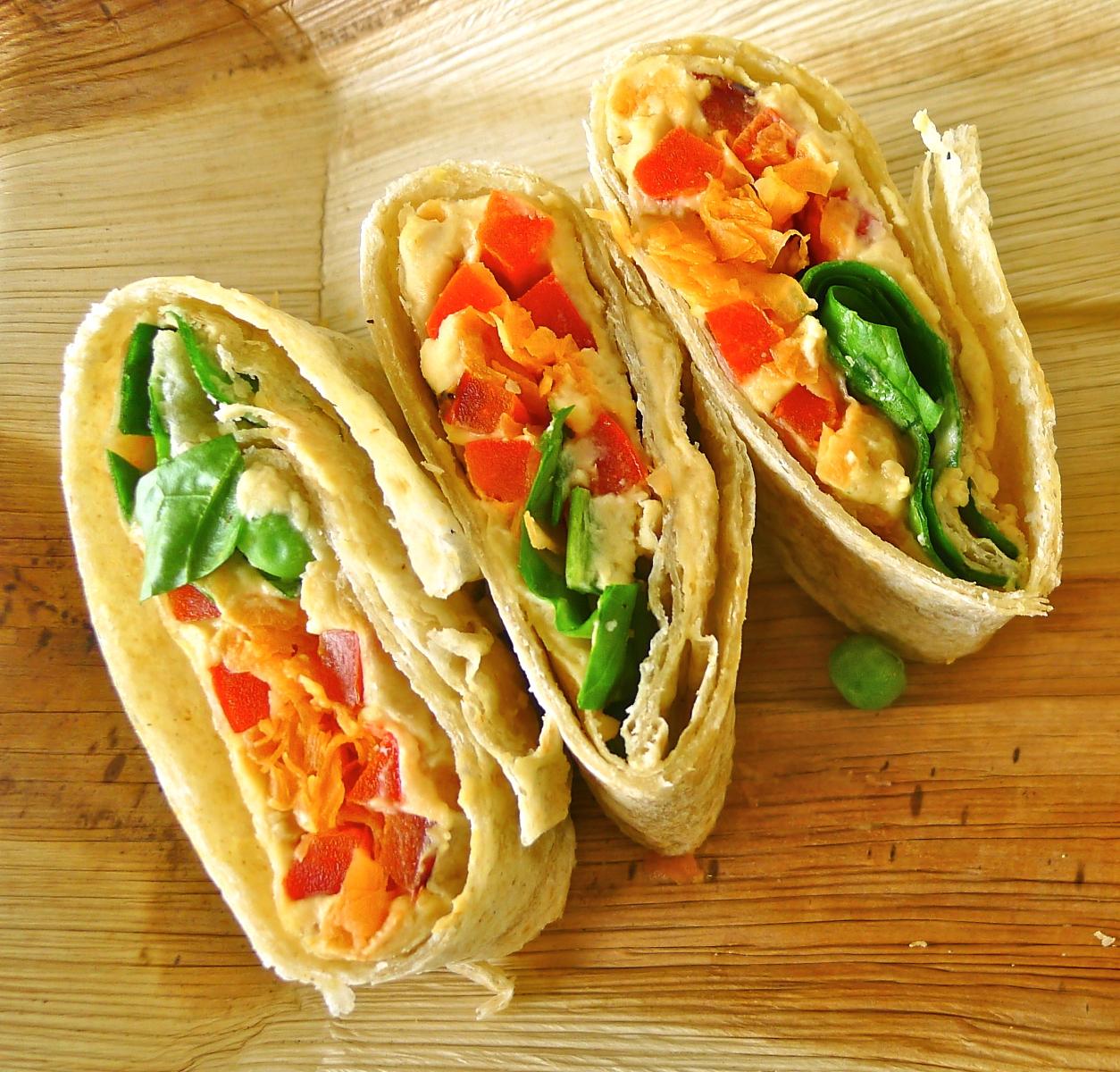 Piadine farcite velocissime con hummus, edamame e avocado