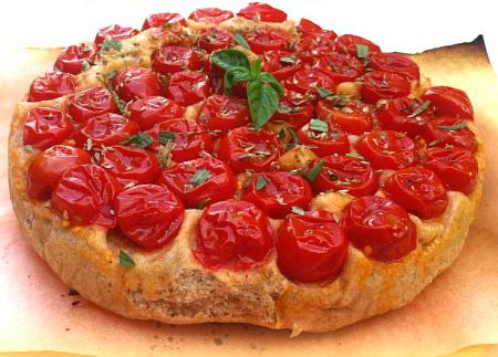Pan focaccia semi-integrale ai pomodori rovesciata