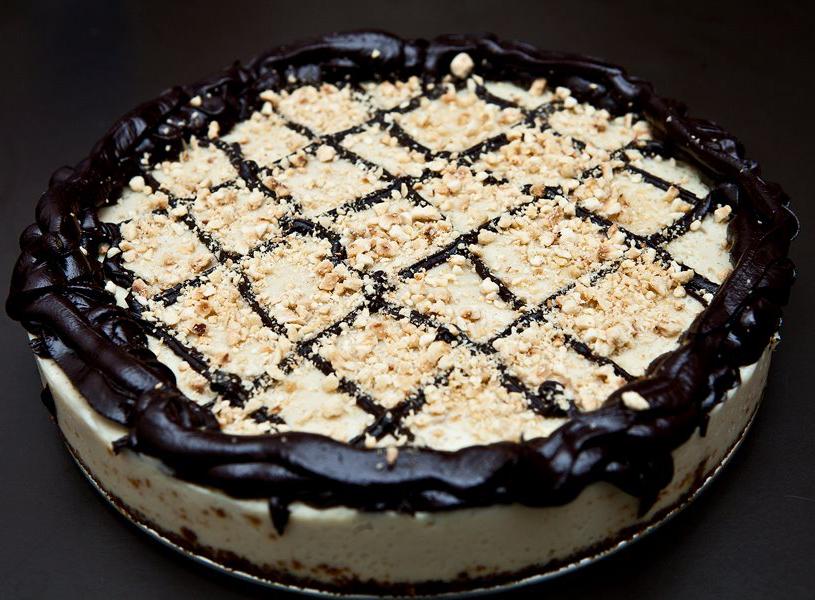 Vegan cheesecake con cioccolato e nocciole