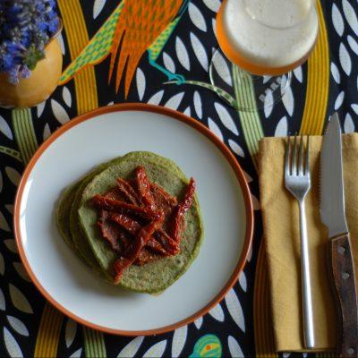 pancakes salati vegan di piselli con crema di pomodori_Betti Taglietti