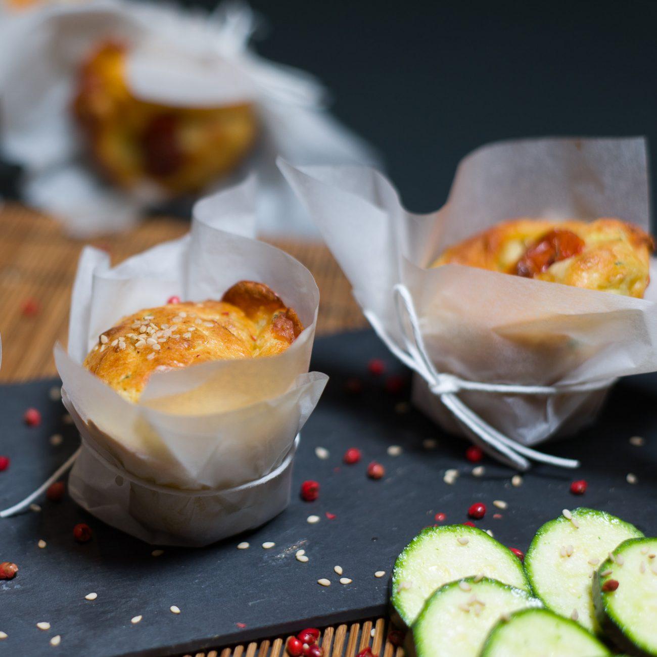 Vegan muffin salati alle zucchine