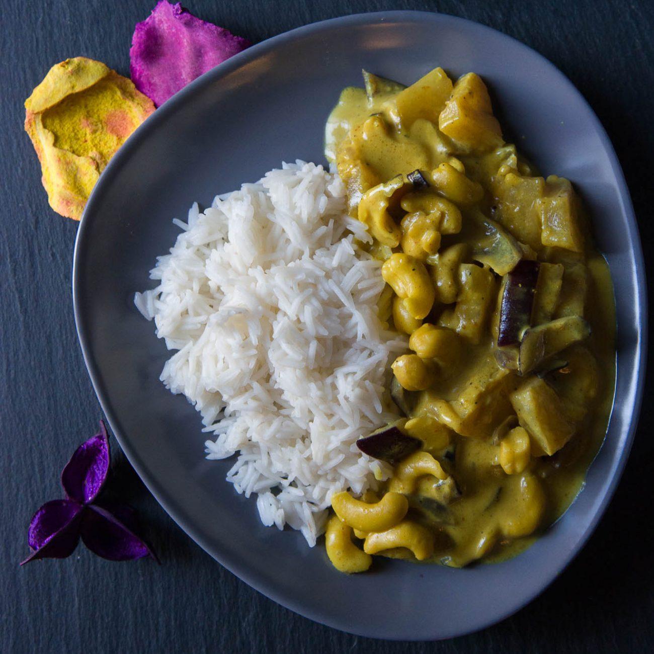 Riso basmati al curry con ananas e anacardi