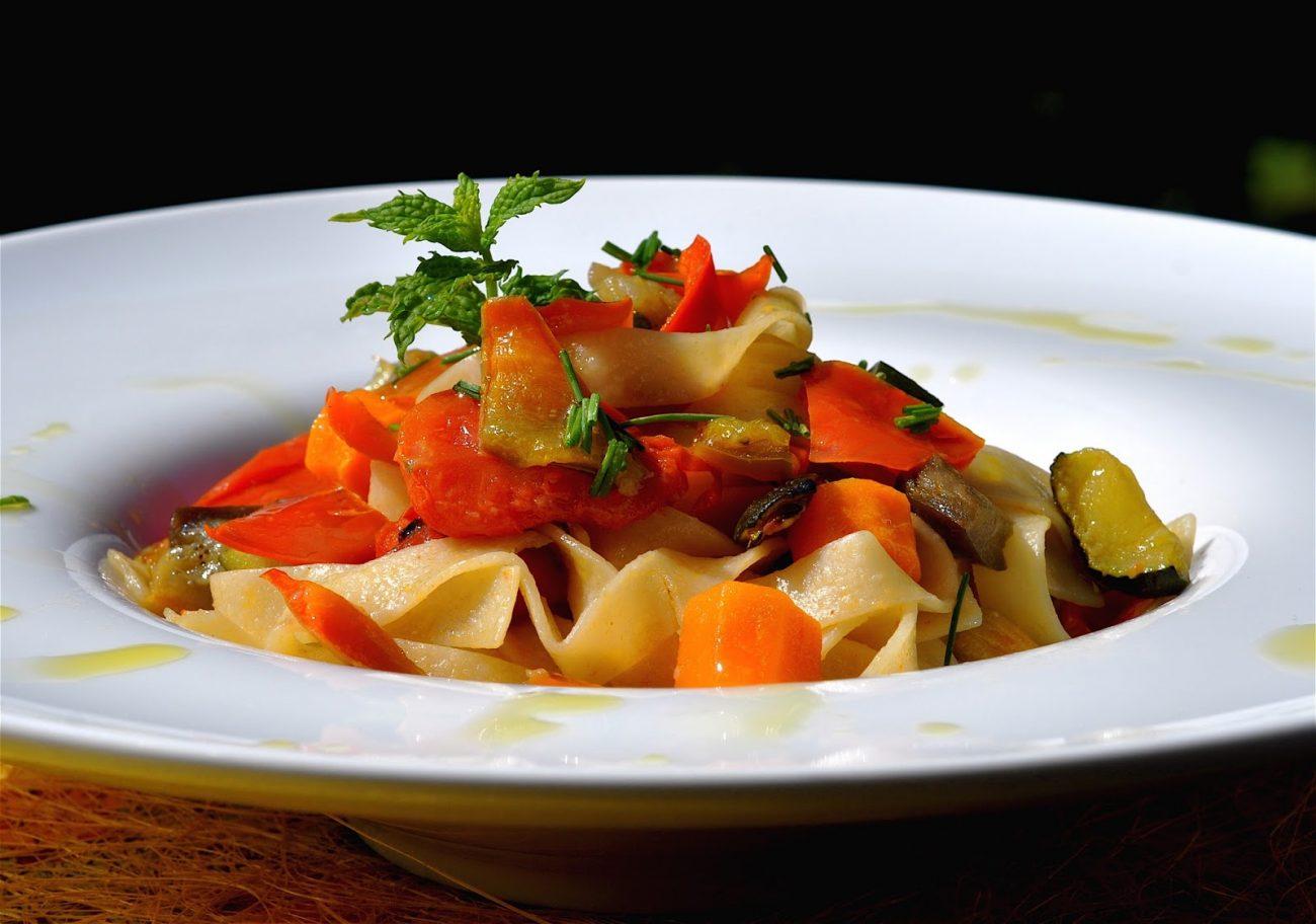 Tagliatelle di quinoa alla fantasia di verdure