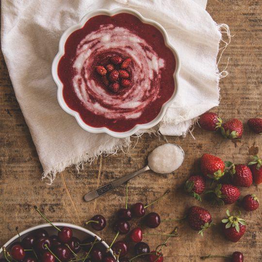 Vellutata di frutti rossi e panna di cocco