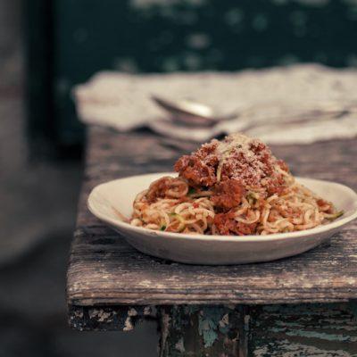 spaghetti di zucchine con ragù vegan raw_Sugarless