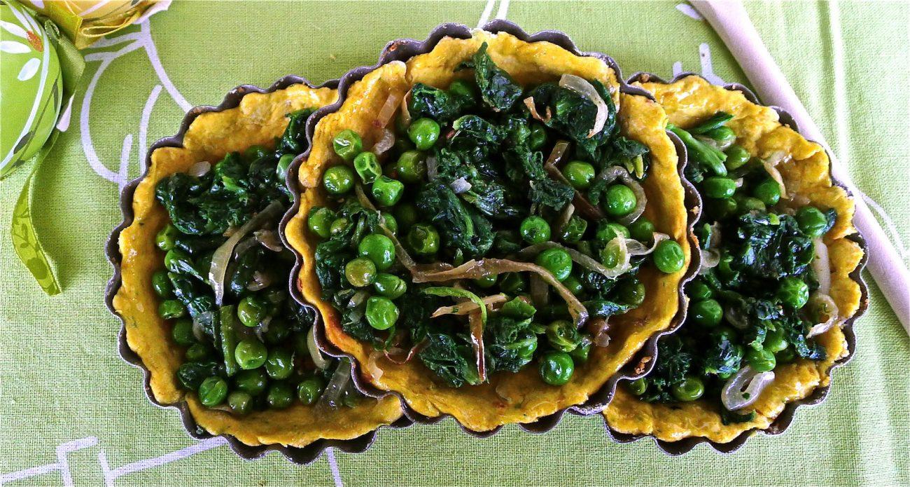 Tartellette speziate di piselli e spinaci
