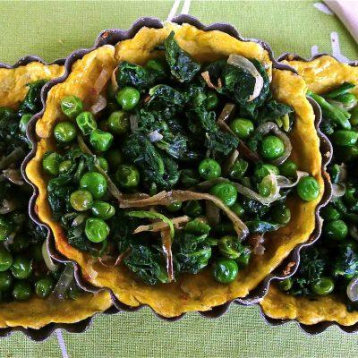 Tartellette speziate di piselli e spinaci vegan_ Sara Cargnello