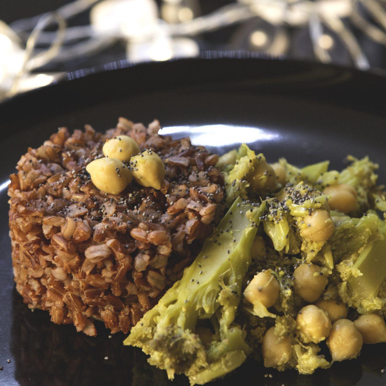 Riso rosso integrale con broccolo viola e ceci