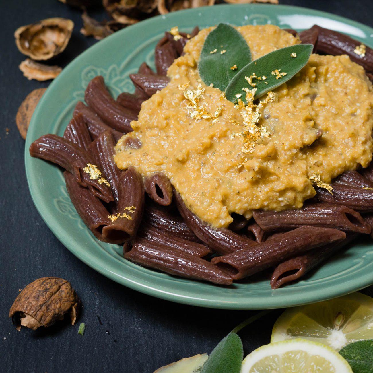 Penne al cacao con pure di zucca e noci