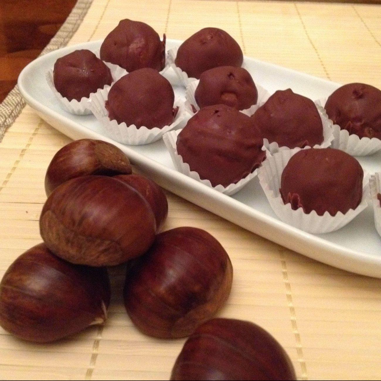 Praline di castagne affogate al cioccolato