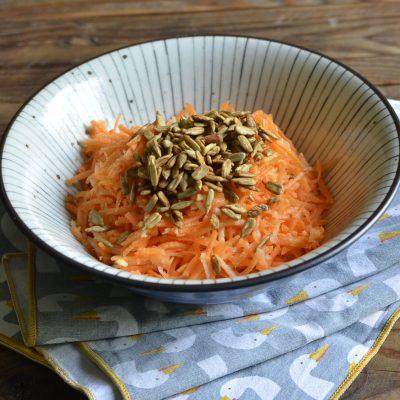 Insalata di mela e carote con semi saltati_Betti Taglietti