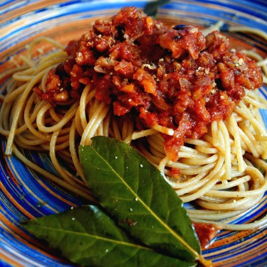 Spaghetti al ragù di noci vegan