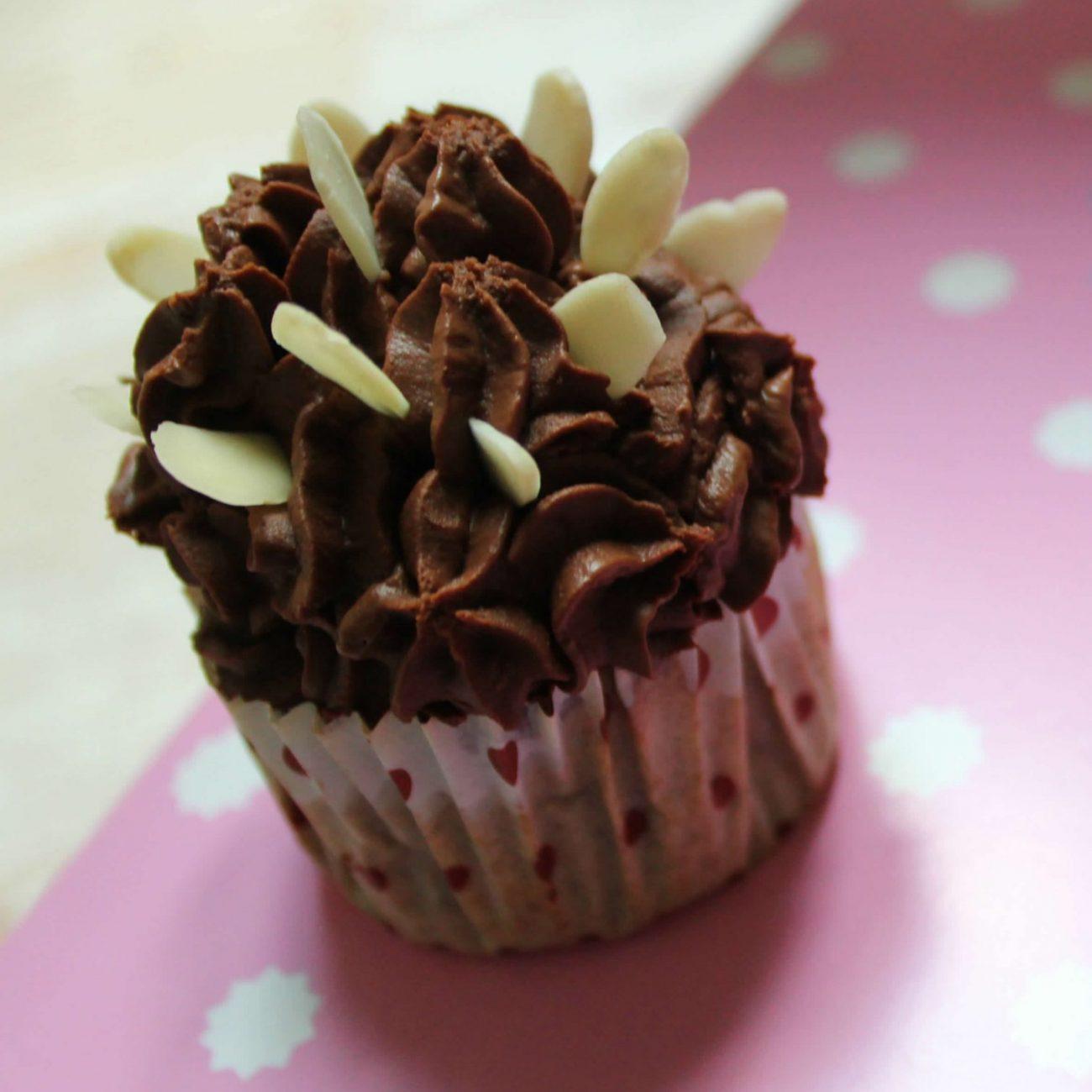 Cupcakes con frosting di avocado e cioccolato