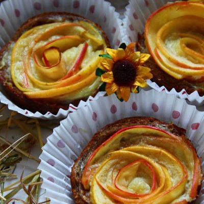 roselline di frolla con crema pasticcera e mele