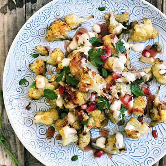 Cavolfiore arrostito con salsa alla tahina e melassa di melograno