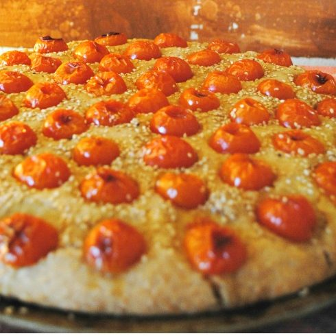 Focaccia all'okara con pomodorini