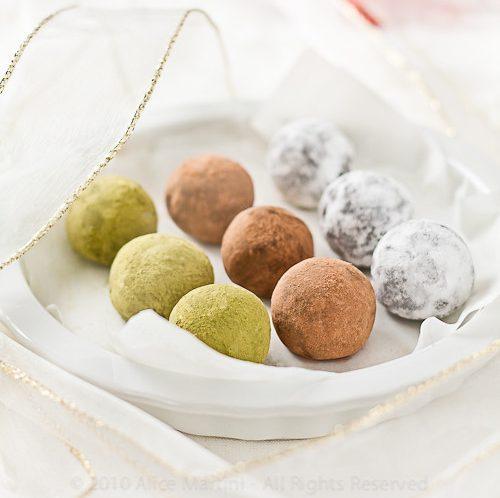 Tartufi al cioccolato, ciliegie e pasta di mandorle