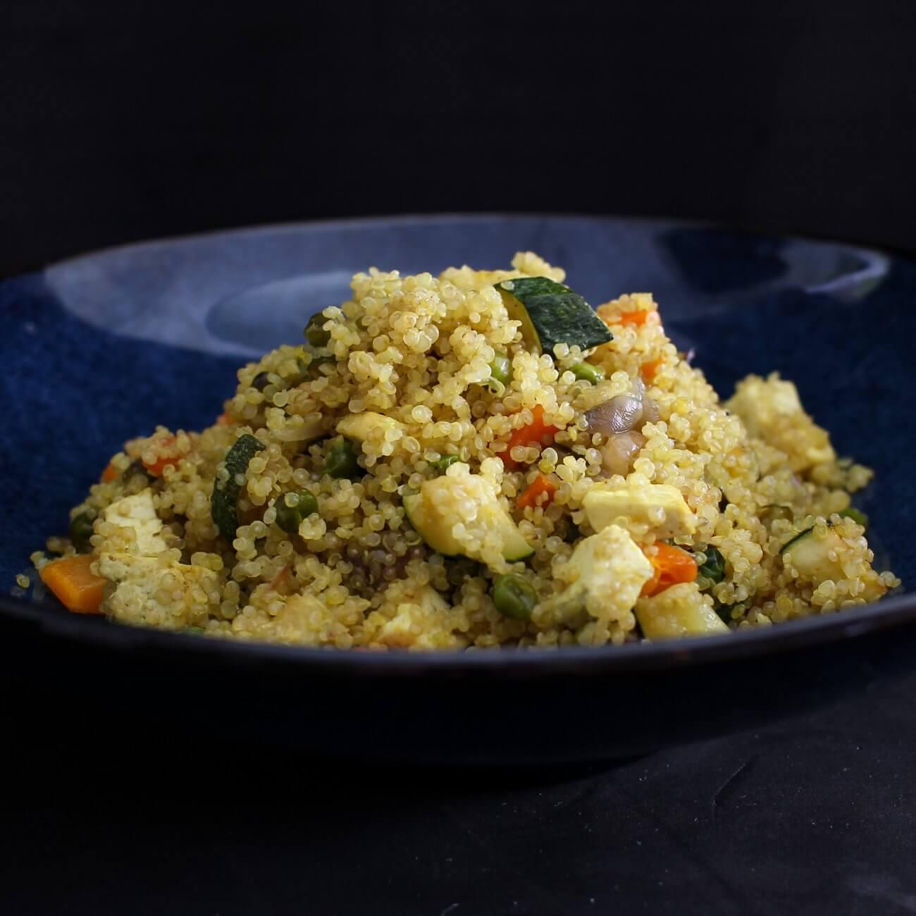Quinoa con verdure e tofu allo zenzero