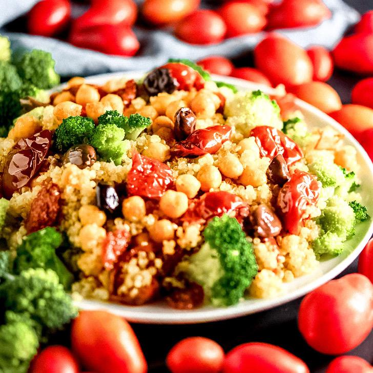 Insalata di quinoa alla mediterranea