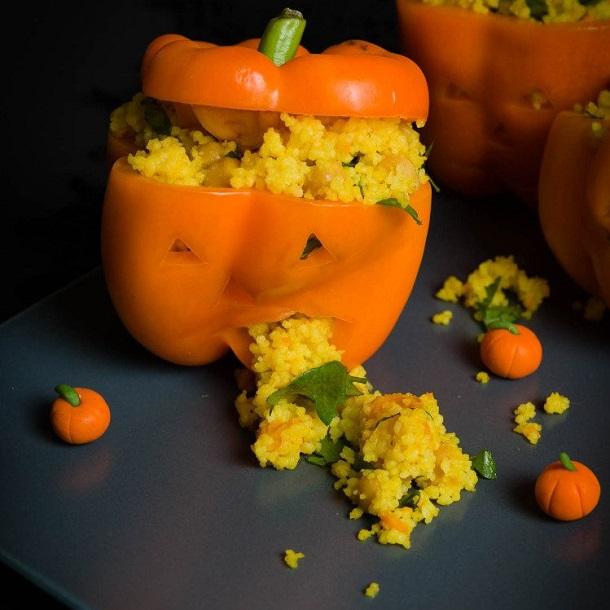 """Peperoni vegan di """"Halloween"""" ripieni di cous cous, zucca e ceci"""