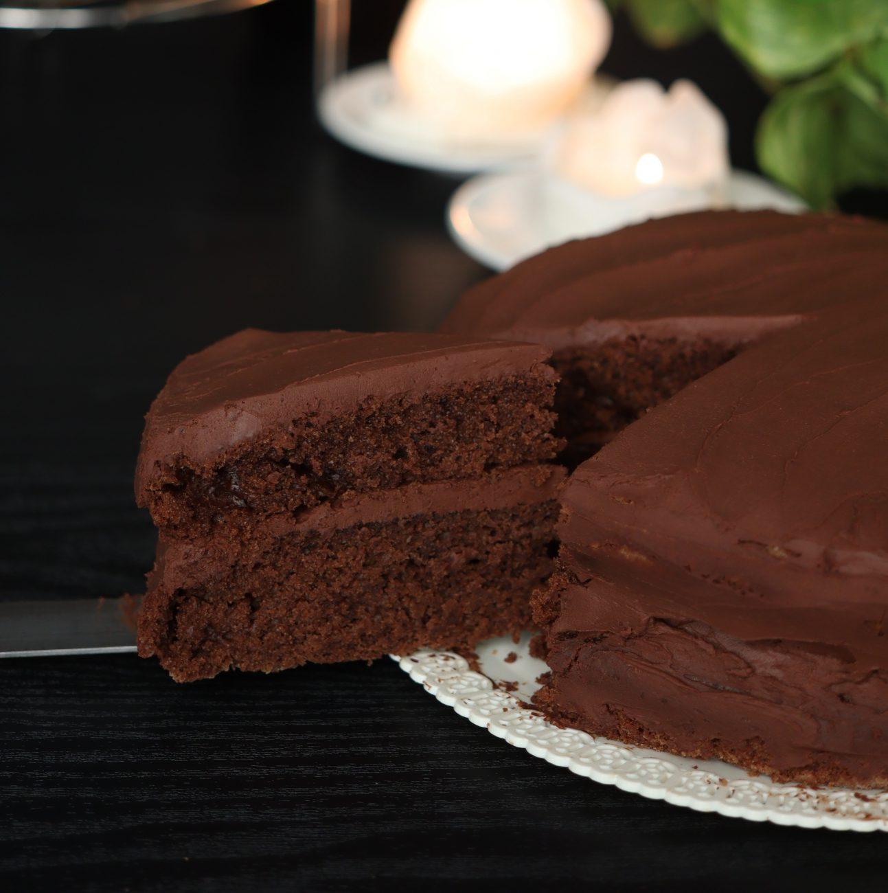 Devil's cake al doppio cioccolato con ganache