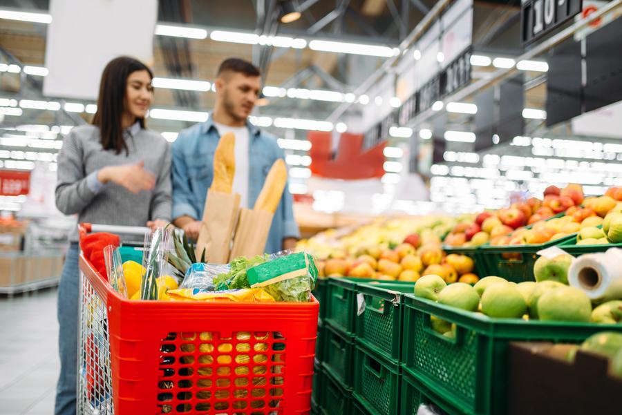 coppia in supermercato