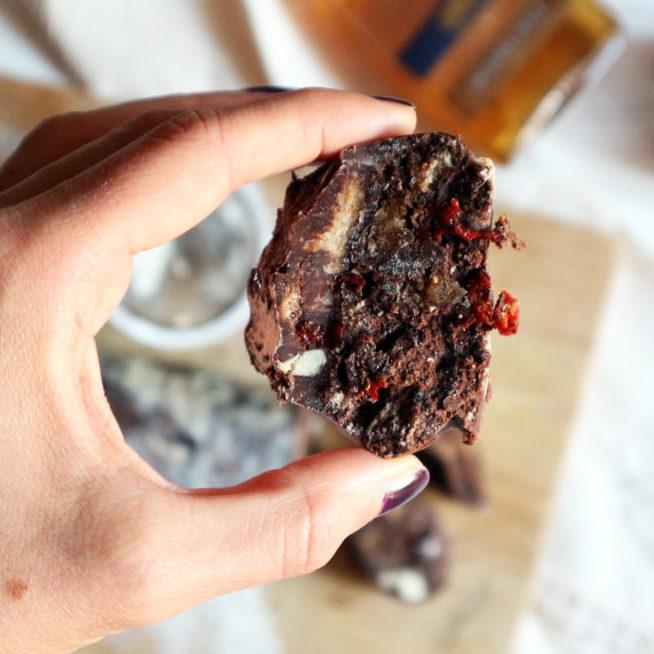 Salame di cioccolato con bacche di goji