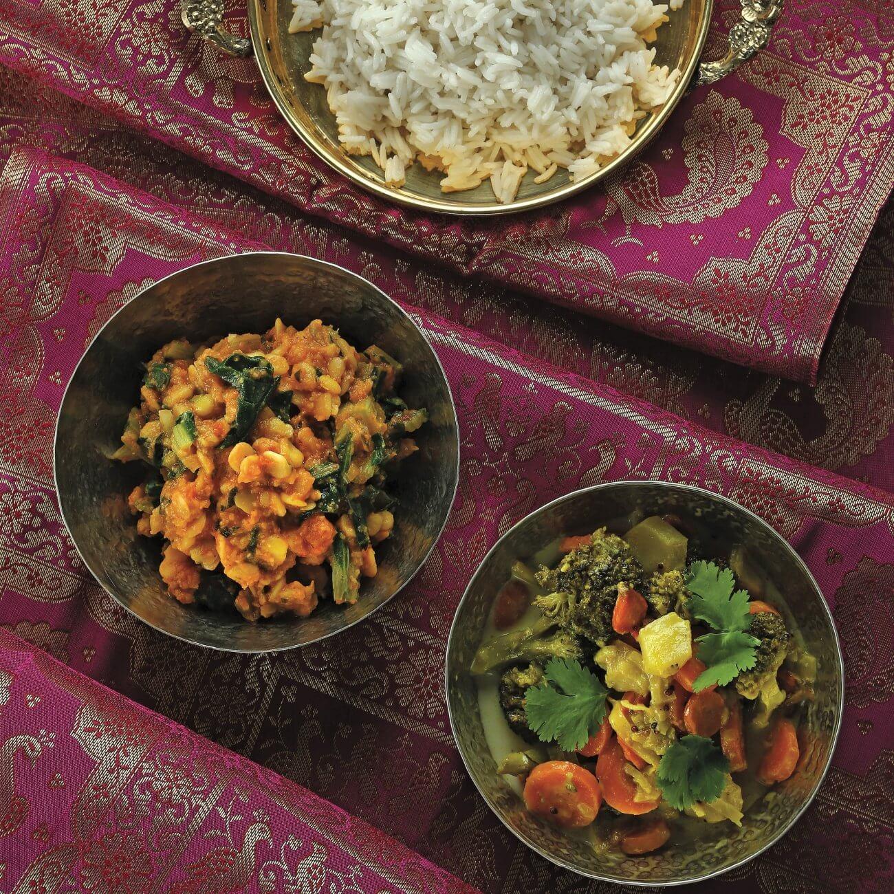Riso all'indiana con curry di verdure e cicerchie stufate