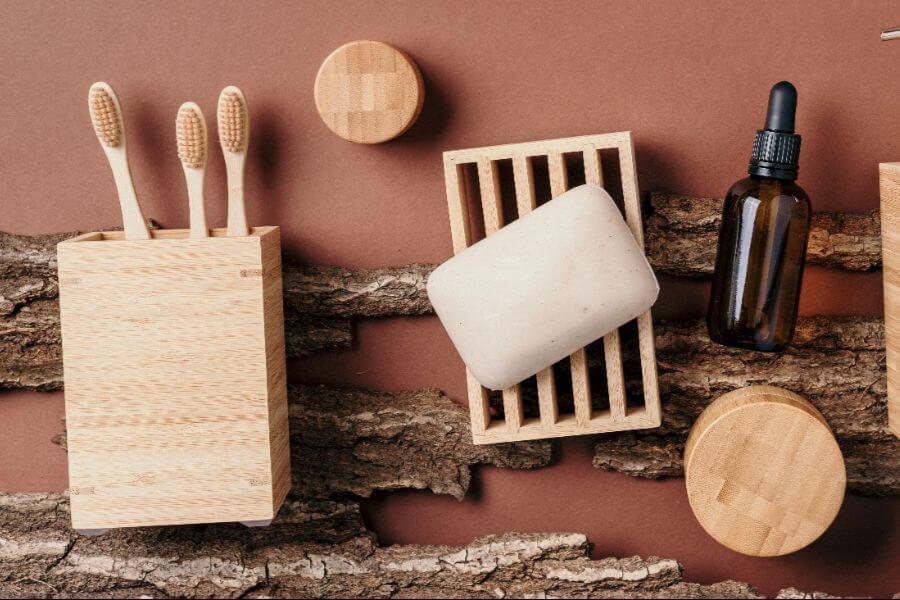 prodotti bagno: spazzolino, sapone e olio