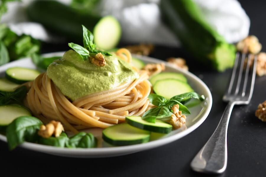 spaghetti integrali al pesto di zucchine