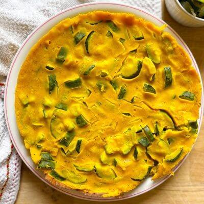 farifrittata vegan di zucchine e cipolle