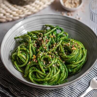 spaghetti al pesto di cavolo nero e avocado